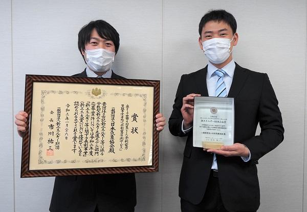 「余剰電力予測サービス」担当のコンサルタント 環境・エネルギー事業部 エネルギー事業課 吉川 茂幸(左)、松田 真(右)